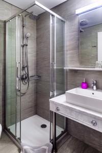 accommodation nefeli hotel shower cabin